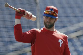 Phils' Harper back, still hitless; Hinch serves suspension