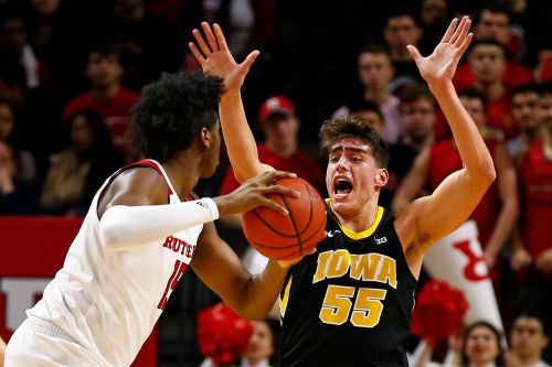 Wieskamp hits last-second 3-pointer, helps No. 21 Iowa win