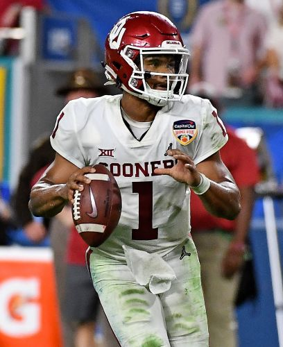 Kyler Murray chooses to pursue NFL, 'fully committing' to becoming QB
