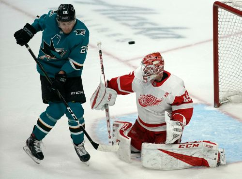 Larkin, Bernier lead Red Wings to 3-2 win over Sharks