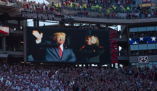 President Trump overwhelmingly cheered during Alabama-LSU football game