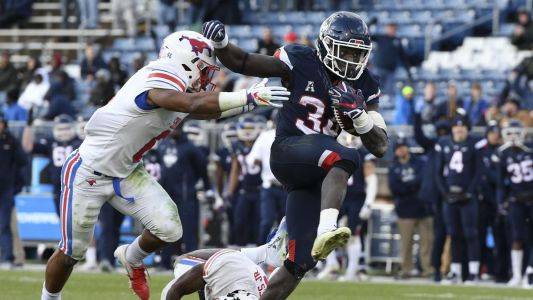 College Football Rankings: No. 128 UConn stuck at bottom of American Athletic Conference