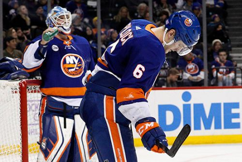Islanders can't erase early deficit after pulling goalie