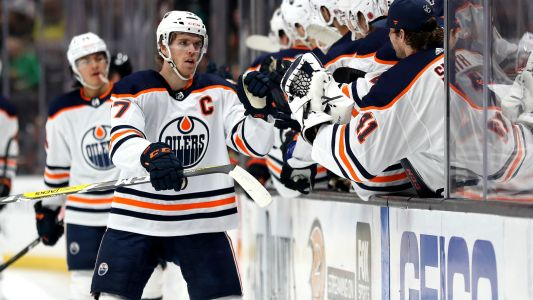 Edmonton Oilers' Connor McDavid nets highlight-reel goal en route to hat trick vs. Ducks and we're in awe