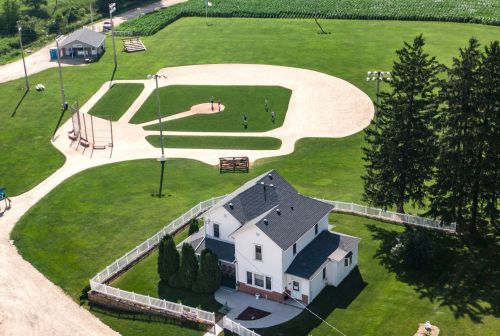 Cardinals to replace Yankees in Field of Dreams game