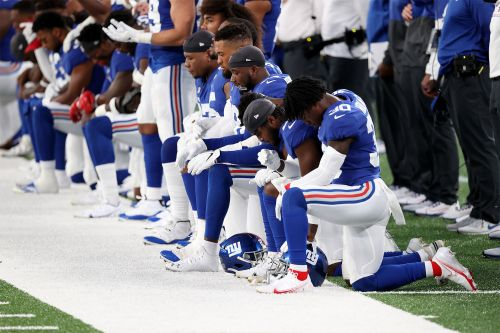 Multiple Giants players kneel during national anthem
