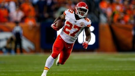 Kareem Hunt releases statement after being signed by Browns