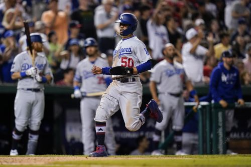 Dodgers visit White House, rally past Nats, 7th win in row