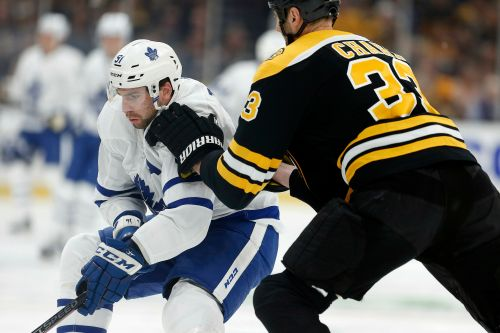 Auston Matthews, Kasperi Kapanen score late, Maple Leafs edge Bruins 2-1
