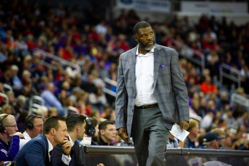 Judge issues warrant for arrest of ex-Evansville basketball coach Walter McCarty after missed court date