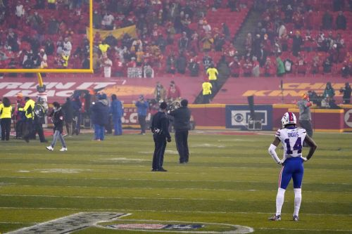 Bills WR Stefon Diggs stood alone on field to watch Chiefs celebrate AFC championship