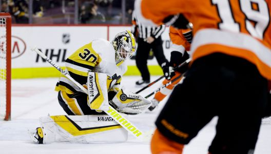 Penguins' Murray stifles Flyers with career-high 50 saves in win