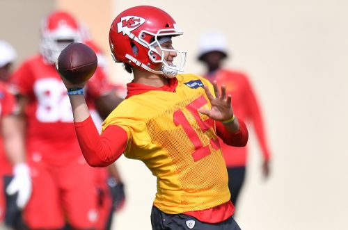 Patrick Mahomes: 'It's Crazy' Eric Bieniemy Hasn't Gotten Head Coach Opportunity