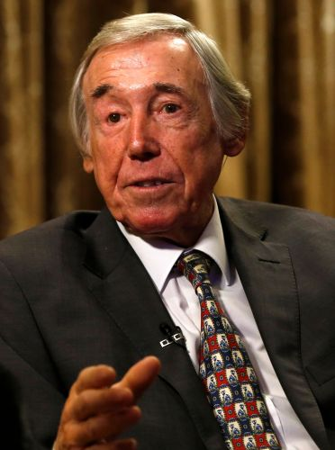 World Cup-winning England goalkeeper Gordon Banks dies at 81
