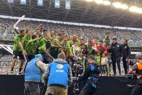 MLS Cup final: Seattle Sounders beat Toronto FC for second title in four years