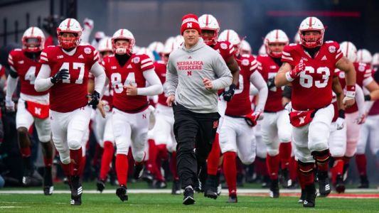 Recruiting Ticker: Huskers use mass visit to show DE Robinson, 'You're our guy'