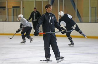 Close to home: Anaheim Ducks promote Dallas Eakins to coach
