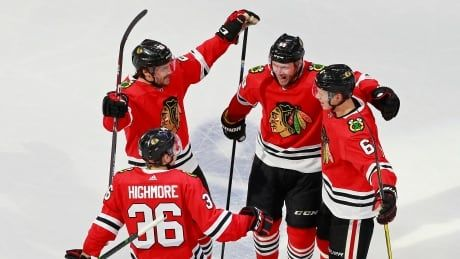 Pair of late goals help Chicago stun Edmonton to take control of series