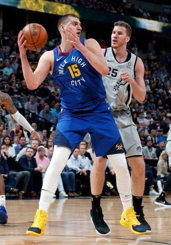Murray scored 23 in Nuggets' 108-90 romp of Spurs