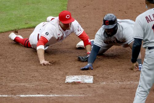 Joey Votto turns wild triple play in Reds' comeback win
