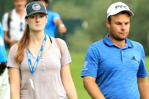Fiancée's port-a-potty trip distracts Tyrell Hatton in golf tournament video