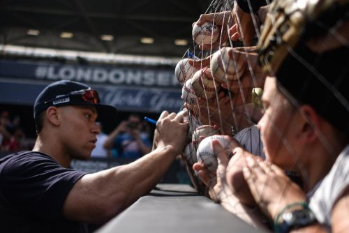 Yankees, Red Sox pitching baseball to Londoners