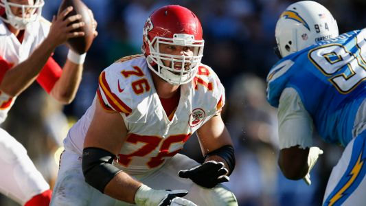NFL reportedly tells Chiefs' Laurent Duvernay-Tardif he can't put 'M.D.' on his jersey