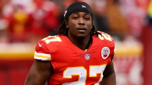 Browns asking NFL to let Kareem Hunt remain with team during suspension, report says