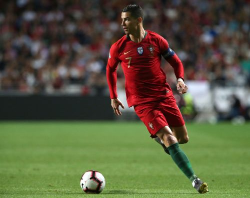 Ronaldo leaves Portugal match with muscle injury
