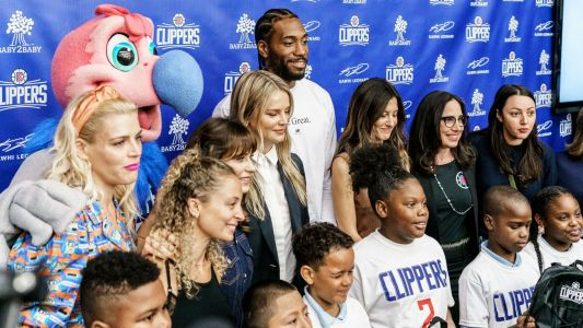 Kawhi Leonard gives away 1 million backpacks to school children
