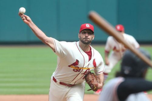 St. Louis Cardinals re-sign pitcher Adam Wainwright