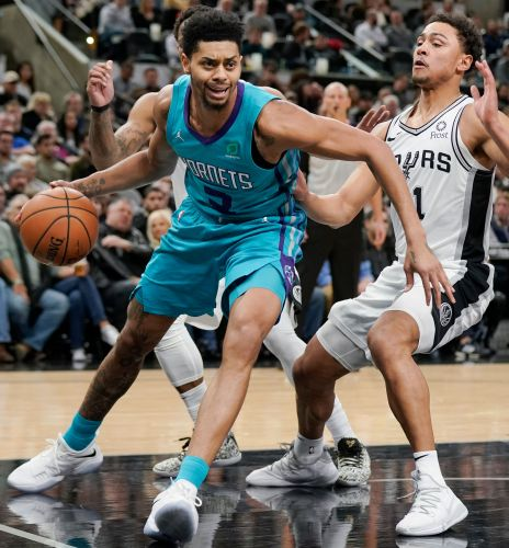 Parker has triumphant return as Hornets down Spurs, 108-93