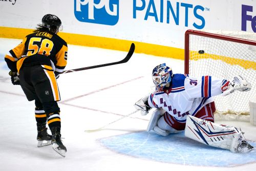 Rangers blow late lead, fall to Penguins in shootout