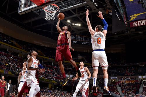 Knicks fall to Cavs, losing streak reaches record length