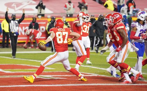 Patrick Mahomes' top targets - Tyreek Hill and Travis Kelce - beleaguer Bills and put Chiefs in Super Bowl 55
