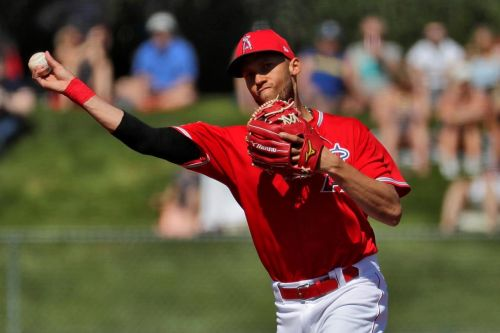 AP source: Twins, SS Andrelton Simmons agree to $10.5M deal