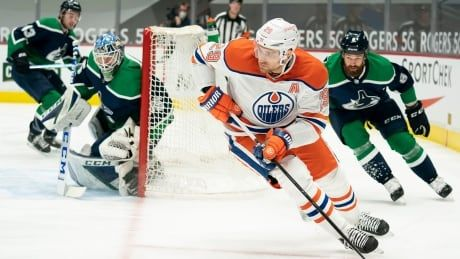 Oilers' 3rd-period comeback makes up for sleepy start in win over Canucks