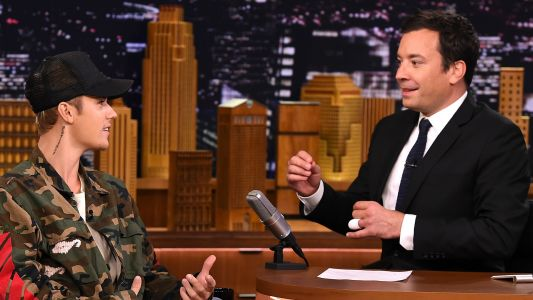 Justin Bieber taught Jimmy Fallon how to play hockey on 'The Tonight Show'