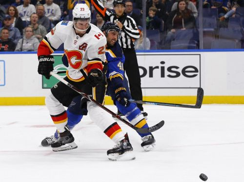 Hat-trick for Perron propels Blues over CGY - David Perron | STL
