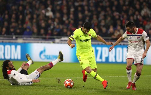 Lyon draws 0-0 with Barcelona in last 16 of Champions League