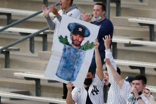 Astros don't get a pass from angry Yankees fans: 'Houston Cheaters'