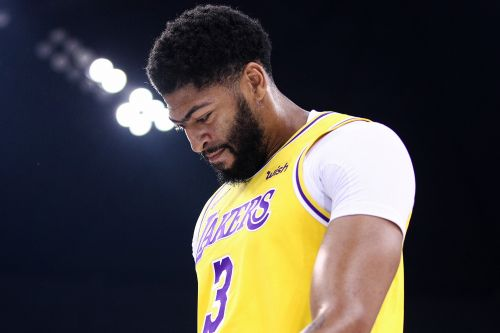 Anthony Davis sprains thumb as Lakers woes begin