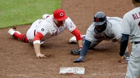 Reds' Joey Votto turns triple play off fellow Canadian Josh Naylor