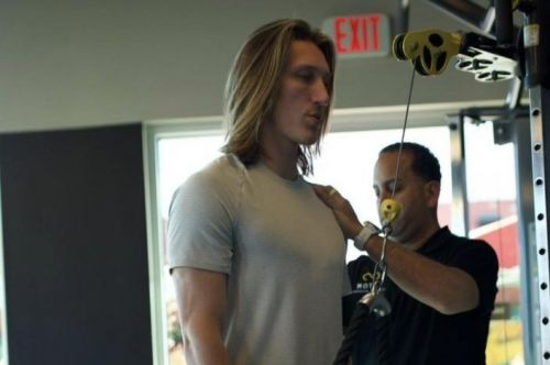 NFL Draft: Trevor Lawrence does soccer drill, lifts weights to rehab shoulder