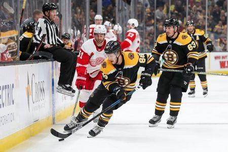 NHL roundup: Pastrnak hat trick leads Bruins in rout