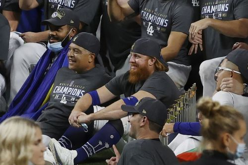World Series: Justin Turner tests positive for COVID-19, celebrates with Dodgers