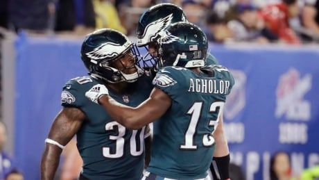 Wentz throws season-high 3 TD passes as Eagles down Giants