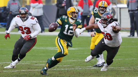 Could Aaron Rodgers have run in for game-changing TD? Viewers debate Packer QB's decision