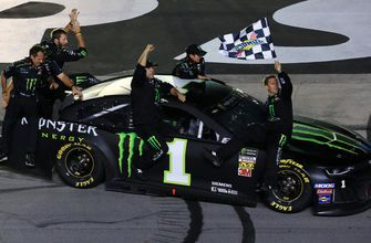 Alan Cavanna talks with Kurt Busch about what his Kentucky win meant to the No. 1 team