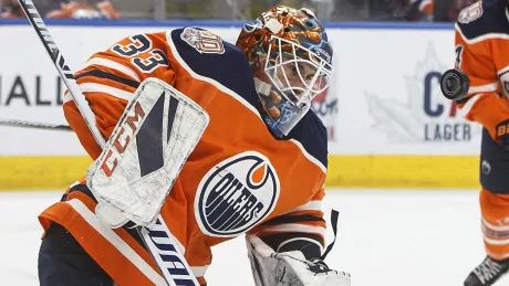 Oilers acquire Anthony Stolarz from Flyers for Cam Talbot